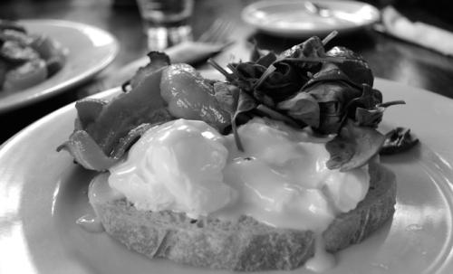 Eggs-Benedict-660